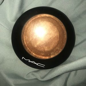 Mac Mineralized Skinfinish in Gold Deposit